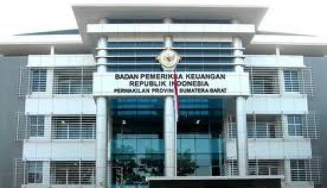 Foto Berita BPK Serahkan Ikhtisar Hasil Pemeriksaan Semester II 2012 ke DPD