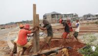 Foto Bangun Rumah Tapak, Emiten Properti Ini Anggarkan Capex Rp40 Miliar