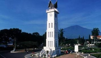 Foto Bukittinggi Raih Piala Adipura Kirana