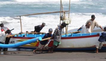 Foto Pengadaan Mesin Perahu Bantu Nelayan Lokal