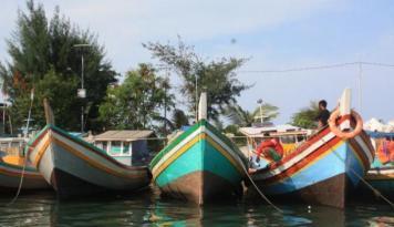 Foto Pengaruh Musim, Nelayan Singkawang Pilih Tidak Melaut