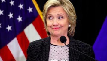Foto Hillary Ungguli Trump di Jejak Pendapat