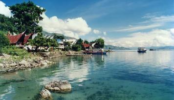 Foto Lestarikan Danau Toba, Wapres Tebar Benih Ikan