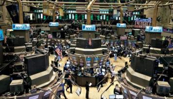 Foto Wall Street Sebagian Besar Naik Didukung Laba Amazon Dan Alphabe