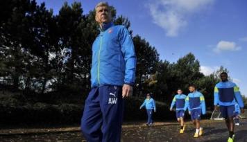 Foto Wenger Ingin Datangkan Penyerang Sebelum Musim Baru