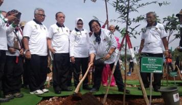 Foto Menteri Siti Hadiri Kegiatan Bersih-bersih Kota Bogor