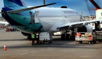 Foto Direktur Garuda Ajak Siswa Mamuju Jadi Pilot