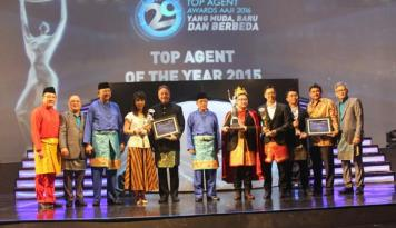 Foto AAJI Gelar Top Agen Awards di Medan