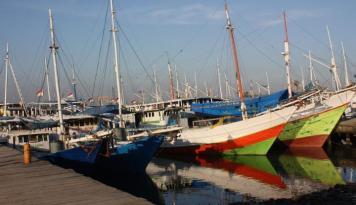 Foto Nelayan Manokwari Terima Bantuan 35 Kapal