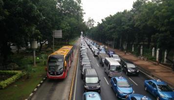 Foto Kemenkop UKM: Taksi Online Bisa Gunakan Pelat Hitam