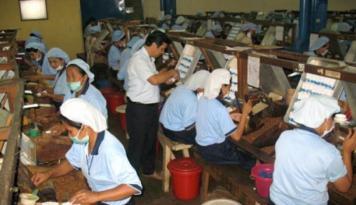 Foto DPR: Wacana Kenaikan Harga Rokok Tidak Perlu Dibesarkan