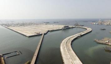 Foto Pelabuhan Kalibaru Rampung, Kapal Besar Tak Perlu Lagi ke Singapur
