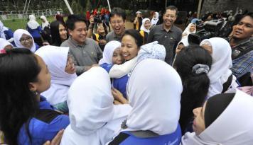Foto Menteri Rini Lengserkan Bos Jasa Marga
