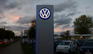 Foto Volkswagen Beli Saham Navistar Senilai 16,6%