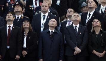 Foto Gerbong Putin Pimpin Kemenangan Pemilihan Parlemen Rusia
