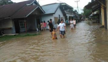 Foto Belum Musim Hujan, Banjir Sudah Landa Sebagian Makassar