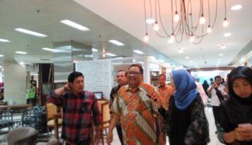 Foto Menteri Puspayoga Minta Perajin Keris Bentuk Koperasiuntuk Permudah Pemasaran,