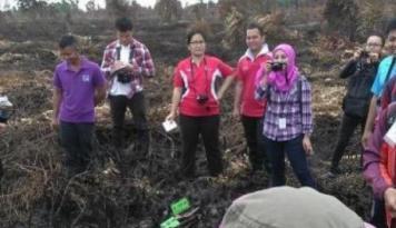 Foto Pengungsi Dilarang Mendekat ke Perkebunan Zona Merah