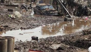 Foto Bank Muamalat Bantu Korban Banjir Garut