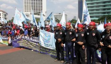 Foto Buruh Demo Tuntut Pencabutan UU Tax Amnesty